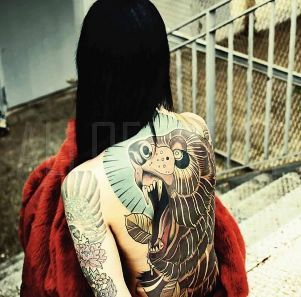 Escort Lola Tattoo