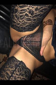 Escort Girl BOUCLE BRUNE